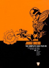 Judge Dredd: The Complete Case Files (2005) -INT06- 2000AD Progs 271-321 Year: 2104-2105