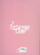 Verso de A strange day