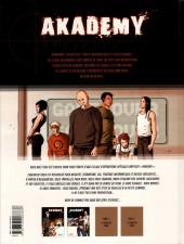 Verso de Akademy -1- La cour des grands